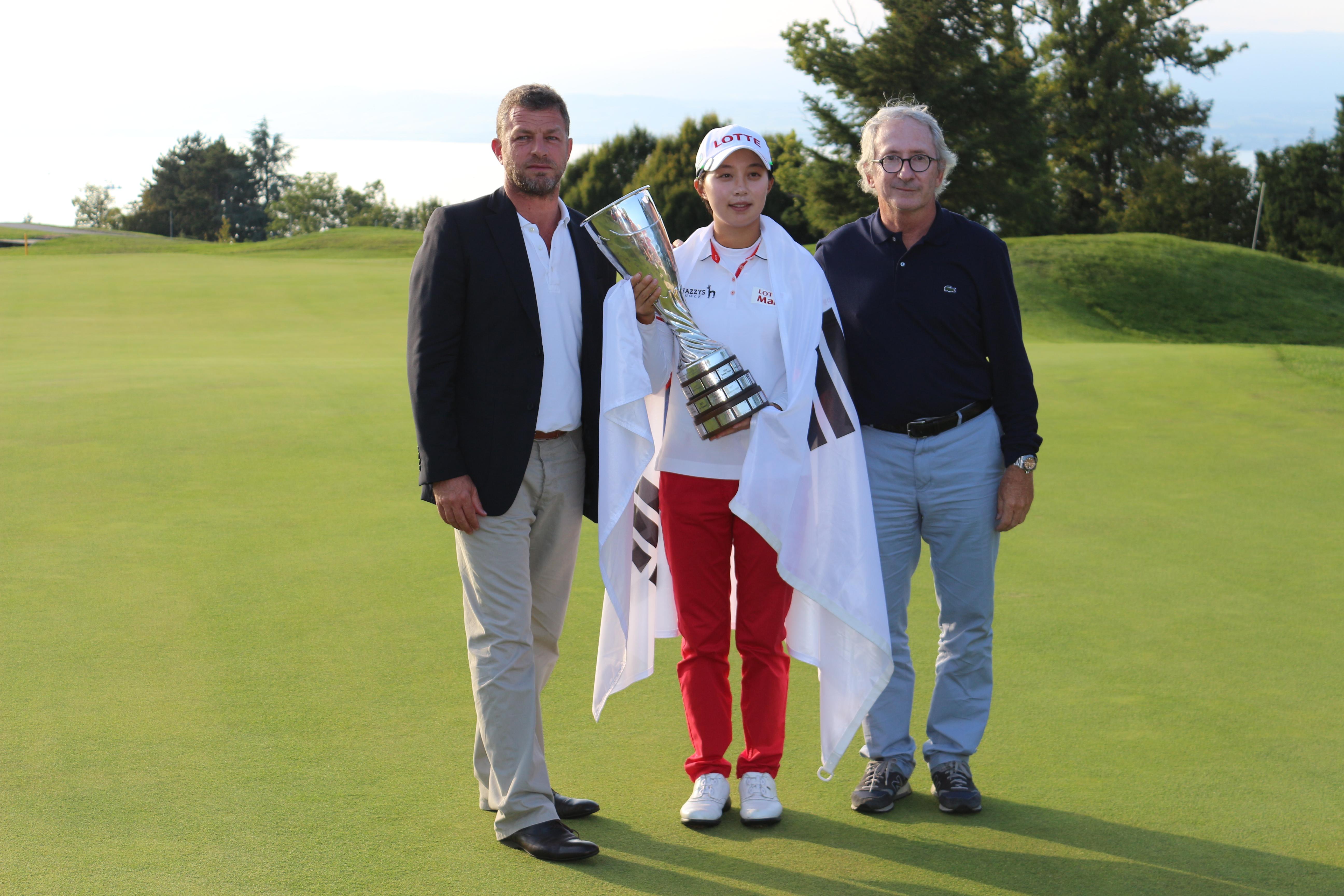 Kim entourée de Jacques Bungert Directeur du Tournoi et de Franck Riboud, Président de The Evian Championship